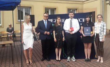 Wicestarosta Tomasz Pleban uczestniczył w  zakończeniu roku szkolnego w Bodzentynie