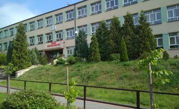 Budynek Powiatowego Zespołu Szkół w Chęcinach